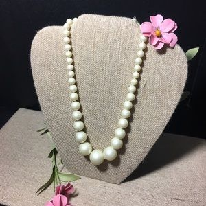 Jewelry - 1950's Japan Pearlized White Graduated Necklace